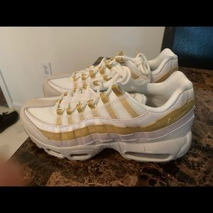 Brand new never worn women's airmax 95 size 7.5